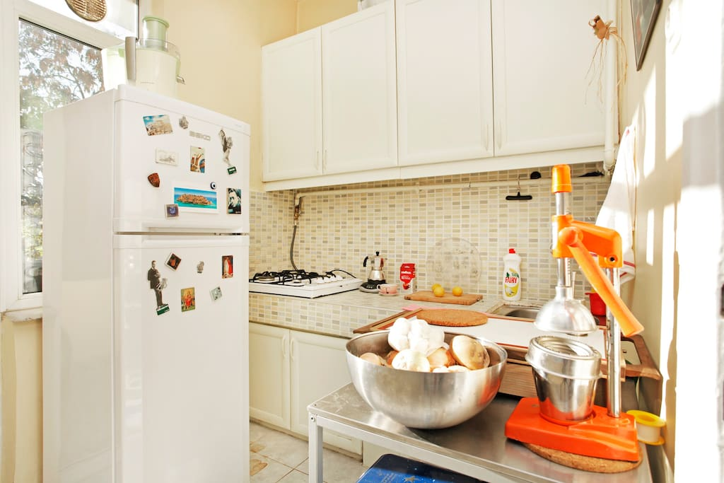 A fully equipped kitchen, to prepare all kind of dishes & juices.