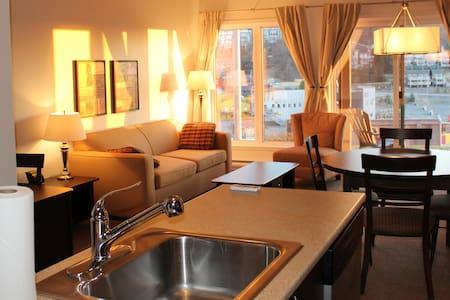 Luxueux condo au pied des pentes - Bromont