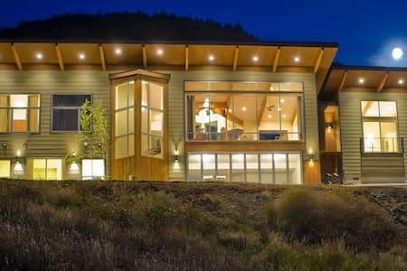 Modern Gorge Retreat - Huis