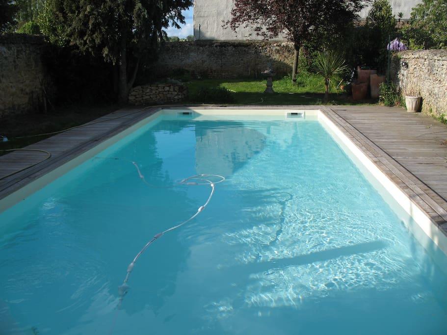 Charme centre ville avec piscine 2 bed breakfasts for Piscine la fleche
