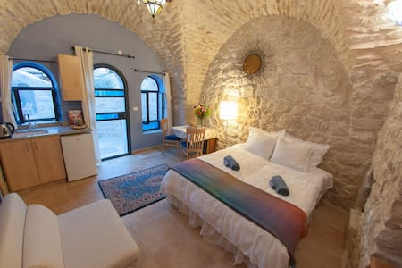 Artist Quarter Guesthouse B&B - Safed - Bed & Breakfast