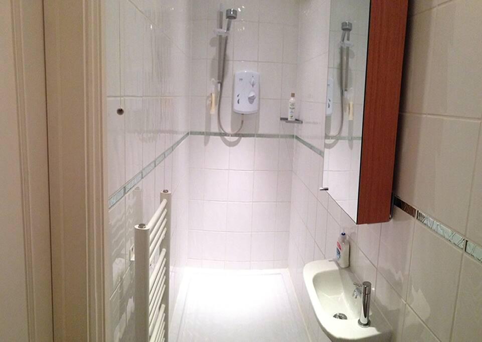 Master bedroom 1st Floor En Suite with Shower