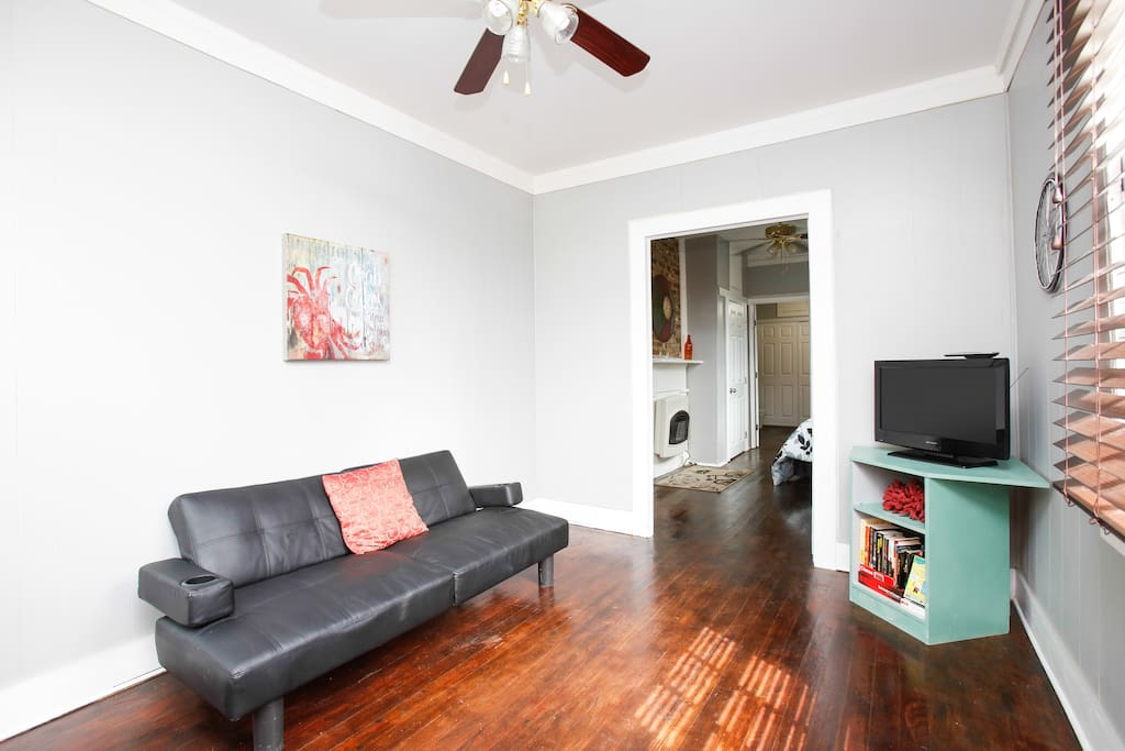 2 Bdrm Gem 2 blocks from Magazine I