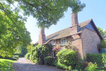 Tudor Cottage B & B - (B)  - Bed & Breakfast