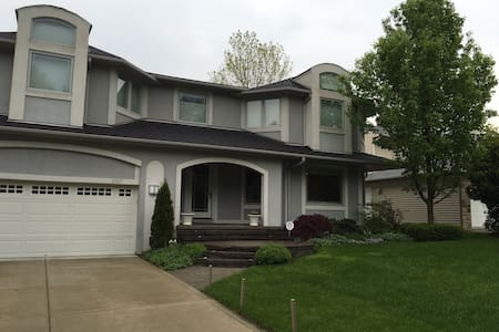 RNC private room for two in Cleveland - University Heights - Ház