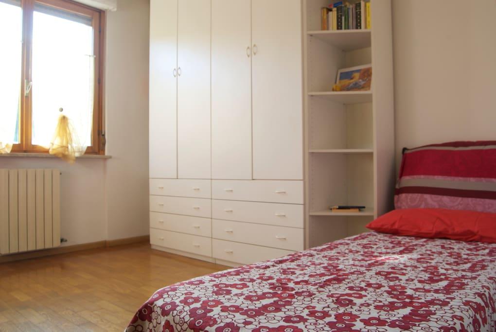 Camera doppia, secondo letto singolo e armadio