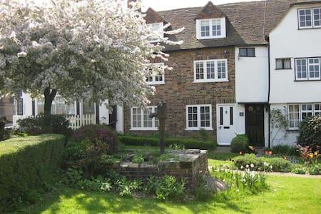 Sleeps 6, Cottage in heart of Rye