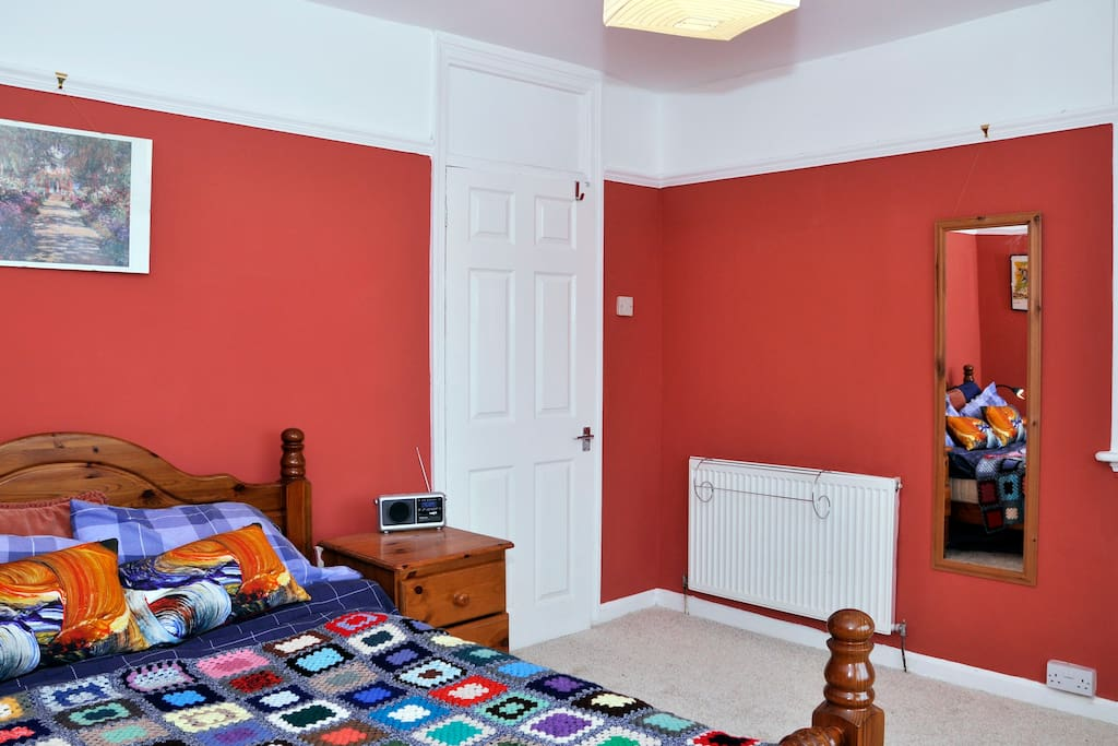 Double bedroom in leafy Stirchley
