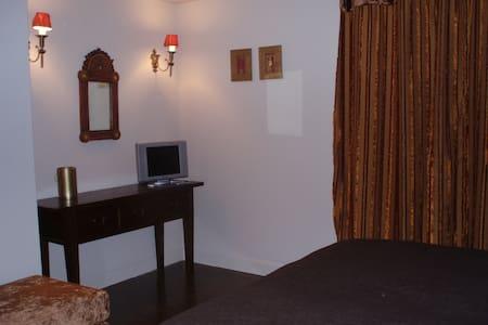 Elegant room in chestnut Forest! - Chalet