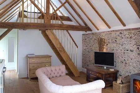 Shepherd's Barn. Romantic Bolthole, 65mi fr London - Lavant  - Huis