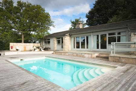 60's poolhouse set in the Cotswolds - House