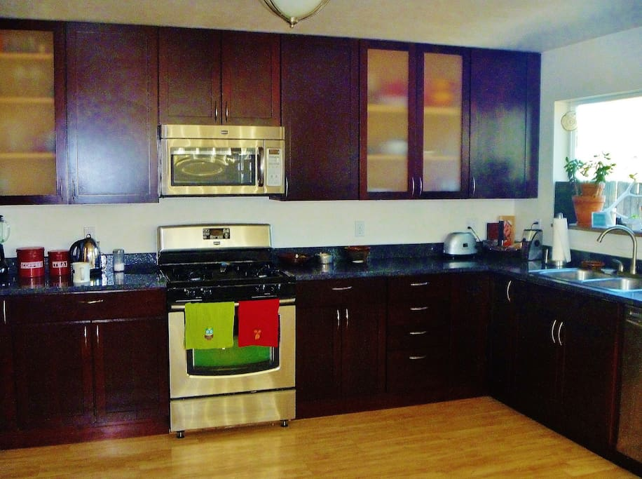 Beautiful bright kitchen (shared) for you to use