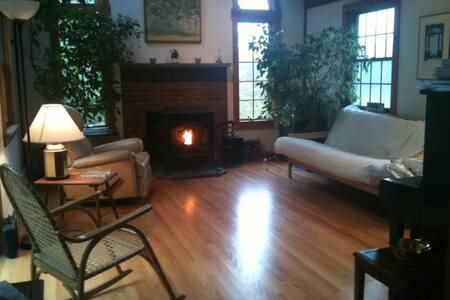 Comfortable Room in Quiet Home with Mountain Views - Guilford