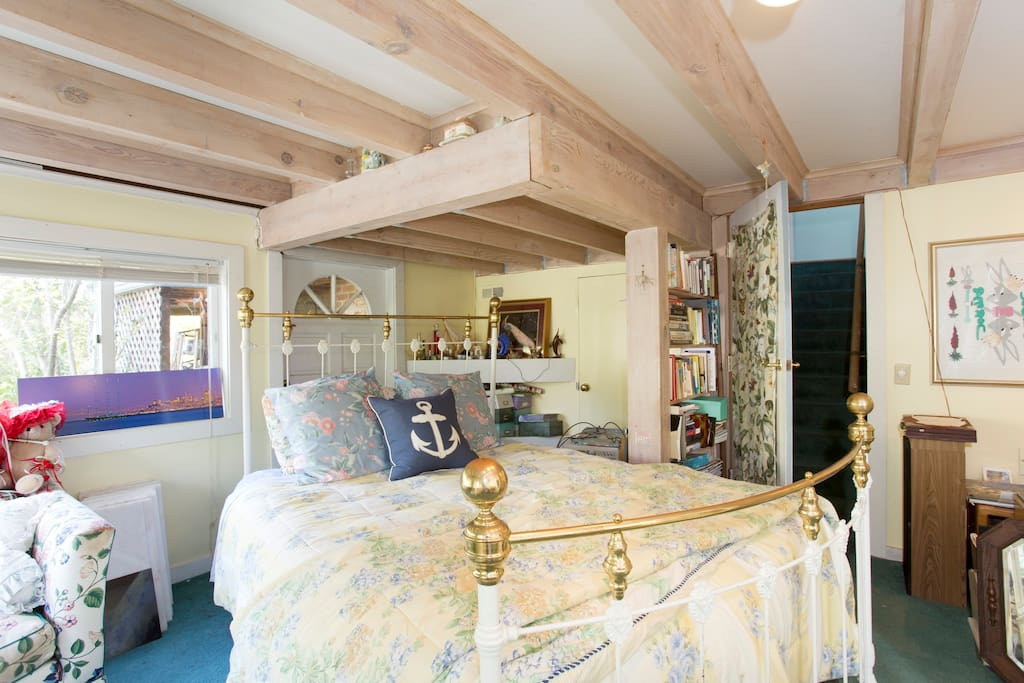 Lower bedroom suite with queen airbed