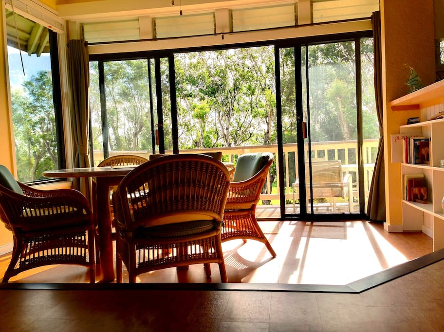 Dining room and lanai, in the warm morning sunshine.