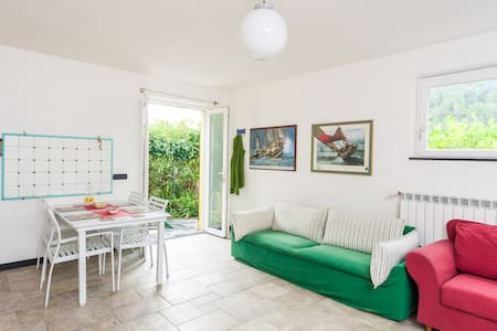 Nice,clean,sea view,garden in villa - Moneglia