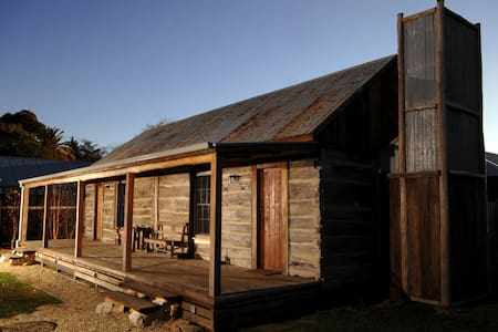 1860 Luxury Accommodation - Cabin