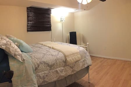 Beautiful Room at DC Metro Area - Gaithersburg - Hus