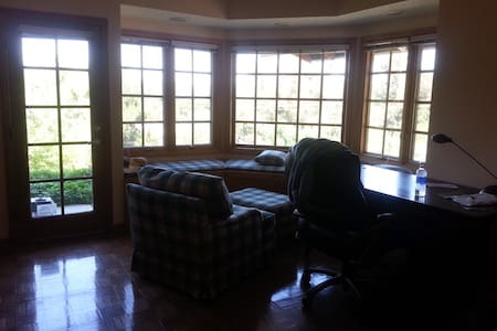 Nice couch and extra comfort chair - La Habra Heights - Maison