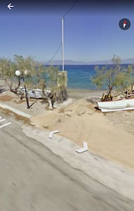 Sunny 2 bedroom apartment 30m from the beach - Apartment