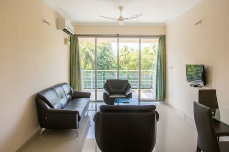 Beautiful, Modern 2BHK & Pool | Beach is Nearby! - Candolim - Lakás