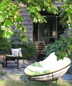 Creative & Quiet Coastal Getaway - House