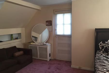 close to Resort World casino,  jfk - House