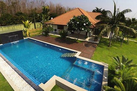 Luxury Pool Villa - Tropical Garden - Bed & Breakfast