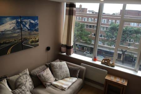 Modern, bright 2-bedroom apartment near the beach - Bournemouth