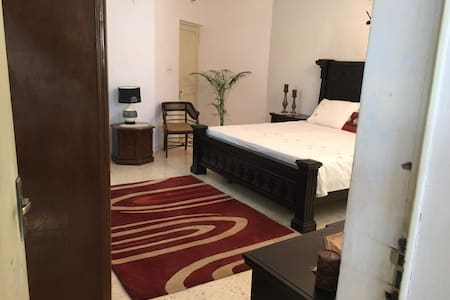 Air conditioned room in a Bunglow - Ahmedabad - House