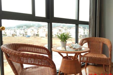 祥安阁民宿 温暖舒适亲子家庭房,有远眺山水落地窗与独立卫生间,风景独特 - 武夷山市 - Huis
