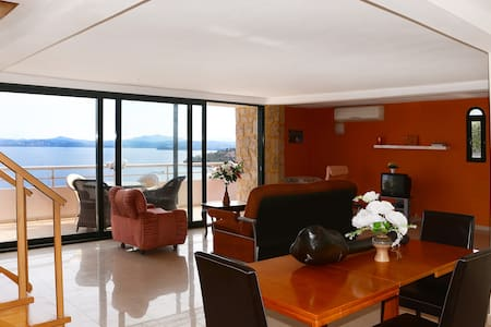 Three-Bedroom Apartment-Split Level - Apartmen