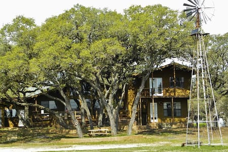 Scenic 3BR Canyon Lake House - Canyon Lake - House