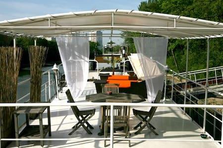 Ganesh's boat - luxury - Boat