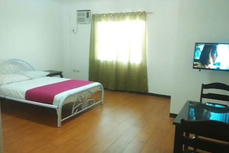 Cheap Family Rooms near city center - Hus