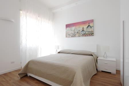 Delizioso attico confortevole e luminoso - Apartment