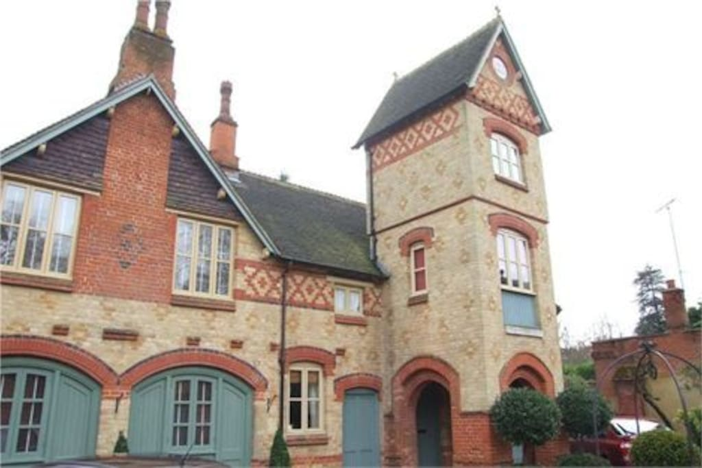 Stunning authentic architecture and lots of character.Recently featured on ITV for architectural features