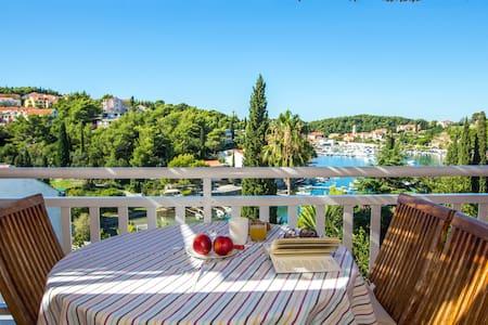 Breathtaking views apt close to sea - Cavtat
