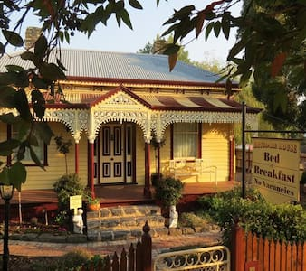 Charming Victorian Home - Drysdale - Bed & Breakfast