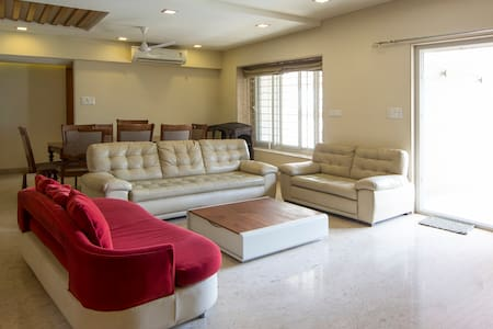 Luxurious 3 bed room fully furnished apartment - Apartment