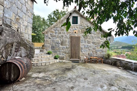 BEAUTIFUL STONE HOUSE GATA - OMIS - Talo