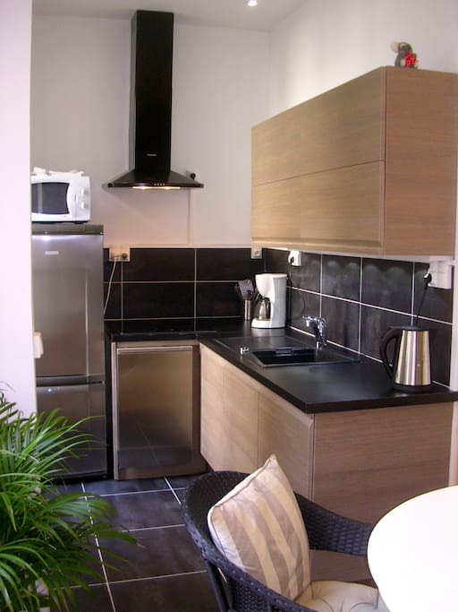 fully equipped well designed kitchen