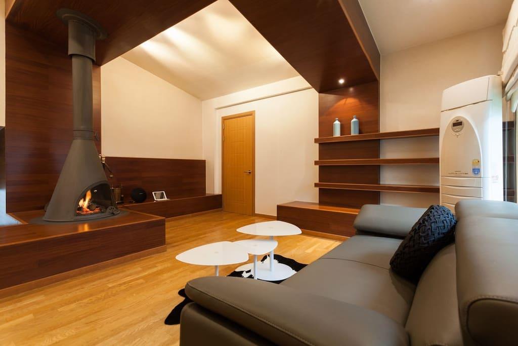High ceiling living room 具有很高天花板的客厅 @ Hongdae 弘大