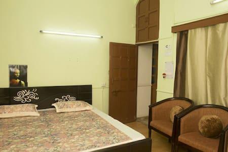 Big spacious room+Terrace,Attached bath - Apartment