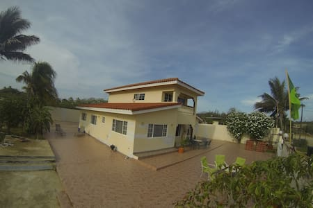 BEAUTIFUL HOUSE IN SANTA CRUZ ARUBA - Rumah