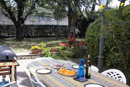 Sansepolcro huge garden flat 3mins from centre - Apartment