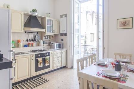 Bright & comfortable apartment WiFi - Neapel - Wohnung