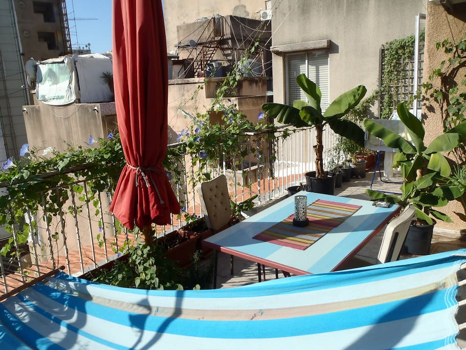Great Hamra apartment with terrace