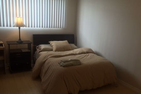 Private Bedroom Short Walk from the Beach - Santa Monica - Apartment