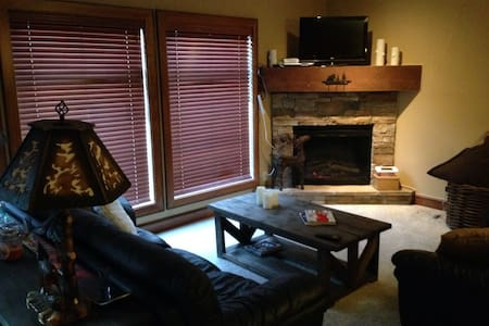 Cozy 2BD 2BA Ski Condo with Hot tub - Appartement